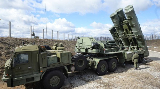"""Russian S-400 """"Triumf"""" anti-aircraft missile system"""